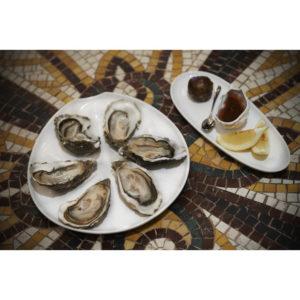 assiette-a-huitres-en-porcelaine-blanche